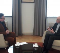Kardinaal Jozef De Kesel in gesprek met VRT-journalist Peter Decroubele © Geert De Kerpel