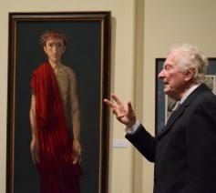 Marc Roseeuw geeft uitleg over een schilderij van Michel Ciry © Marieke VanderSchaeghe