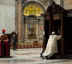 Paus Franciscus in de Sint-Pietersbasiliek © SIR/Vatican Media