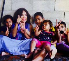 """""""In de tentenkampen ervoer ik wederzijds respect en maakten de verschillen weinig uit. Als mensen elkaar van nabij leren kennen,  verdwijnt de angst"""", getuigt Rosita Steenbeek.  © rr"""