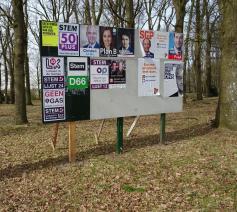 Verkiezingen in Nederland. Politici worstelen met zichzelf, met de media en met de kiezers.  © Sjaak Kempe