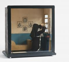 Kloostercel in miniatuur door de zusters clarissen vervaardigd en bij intrede aan de familie geschonken, 20ste eeuw – diverse materialen en afmetingen – Sint-Truiden, Museum De Mindere  © © Bea Borgers en Mirjam Devriendt / Parcum