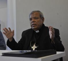 In de nasleep van de terreur op Pasen nodigde Missio de Sri Lankaanse bisschop Joseph Ponniah in België uit.  Directeur Michel Coppin (links) kent Ponniah al vele jaren. © Missio België