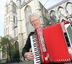 Mgr. Luc Van Looy © Kristof Ghyselinck
