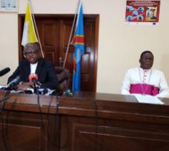 Cenco-secretaris Donatien Nshole en bisschop José Moko, de vicevoorzitter van Cenco  © Cenco