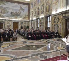 Paus ontmoet de 300 wetenschappers van het Congres van de Pauselijke Academie voor het Leven  © Vatican Media