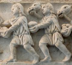 Aanbidding van het kindje Jezus door de drie wijzen, reliëf op een sarcofaag (4e eeuw), Vaticaan. © Wikipedia