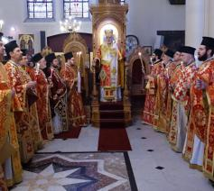 Metropoliet Athenagoras tijdens de vesperdienst op Pasen in Brussel in 2018 © orthodoxia.be