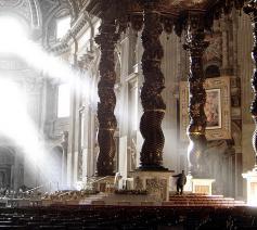 Binnenzicht van de Sint-Pietersbasiliek met baldakijn van Bernini © Wikipedia