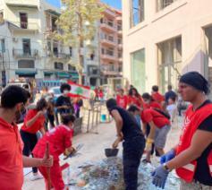Vrijwilligers helpen het puin ruimen © Caritas Libanon