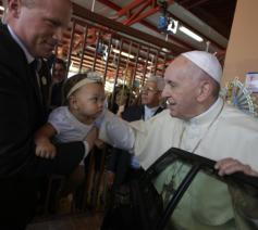 Paus Franciscus in het Casa Hogar del Buen Samaritano  © Vatican Media