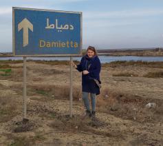 Barbara Mertens komt aan bij Damietta, de stad waar de heilige Franciscus 800 jaar geleden in volle kruistocht de sultan ontmoette. © Barbara Mertens