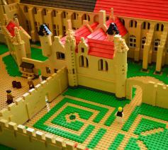 Detail uit de Duinenabdij in LEGO®-blokjes. © Amazing / Abdijmuseum