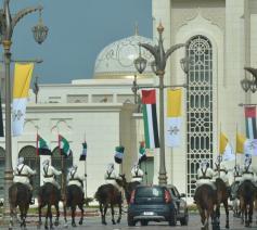 De verwelkoming van de paus in Abu Dhabi © Vatican Media