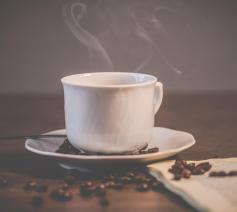 Vasten hoeft niet lauw te zijn en kan deugd doen zoals een kop dampende koffie deugd kan doen. © Pexels