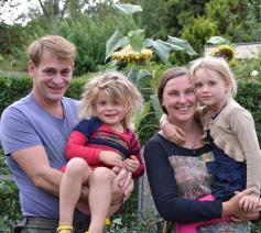 Bert Schelfaut met zijn gezin  © Geert Defauw