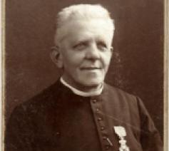 Foto pastoor Jan Bols (uit het archief van het Heemkundig Genootschap Witthem).