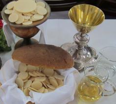 Brood en wijn, tekenen van de eucharistie, staan centraal op het feest van Witte Donderdag.