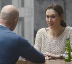 Reclamespotje van Heineken neemt polarisatie op de korrel en schuift alternatief naar voor. © Heineken