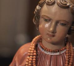 In dit stuk religieus erfgoed, de Jezuspop, zit een hele spirituele evolutie vervat. © Jakob Rosseel