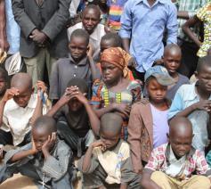 De bevolking in Kameroen, onder wie veel mensen die ontheemd zijn, is de wanhoop nabij © ACN