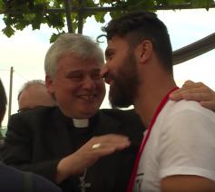 'Paus Franciscus kwam hier drie jaar geleden langs, maar hij is hier gebleven', zegt kardinaal Konrad Krajewski © VaticanMedia