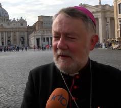 Jean Kockerols, hulpbisschop vicariaat Brussel, neemt in naam van de Belgische bisschoppen deel aan de synode over jongeren in Rome. © KTO