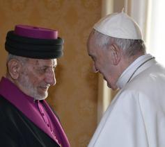 Mar Gewargis III & paus Franciscus tijdens hun ontmoeting op 9 november 2018 © VaticanMedia