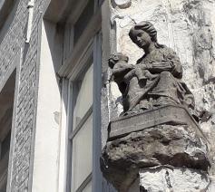 Eén van de vele Mariabeelden in Brugge © Marieke VanderSchaeghe