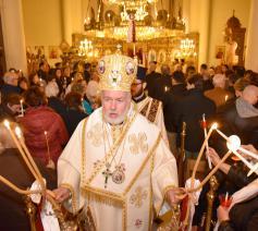 Metropoliet Athenagoras Peckstadt droeg vorig jaar nog het licht van de Opstanding uit in de orthodoxe kathedraal in Brussel  © orthodoxia.be