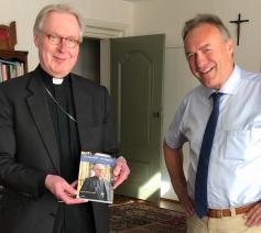 Bisschop Gerard de Korte en Leo Fijen van uitgeverij Adveniat © Adveniat