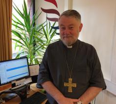 Met enthousiasme kijkt Mgr. Kockerols uit naar de synode. Hij verlangt naar toenadering, authenticiteit en verzoening met de Kerk. © IJD, Jongerenpastoraal Vlaanderen