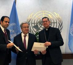 Mohammed Abd al-Salam, VN-secretaris-generaal Antonio Guterres en kardinaal Ayuso Guixot © VaticanNews