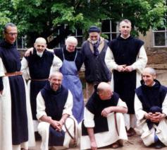 7 monniken van deze groep trappisten van Tibhirine werden vermoord in 1996. Links: prior Christian de Chergé.