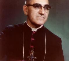 Oscar Romero, aartsbisschop van San Salvador, in 1980 vermoord voor zijn getuigenis van het evangelie bij armen en onderdrukten.
