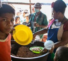 Aanschuiven voor voedsel © Wereldvoedselprogramma/Elio Rujano