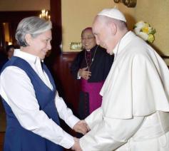 Zuster Norma Pimentel bij paus Franciscus © PR Newswire