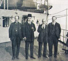 De ondertekenaars namans het Ottomaanse Rijk van het Verdrag van Sévres in 1920 © Wikipedia