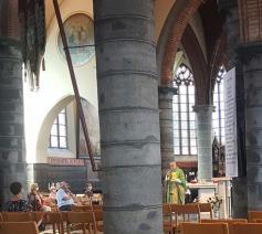 Een eucharistieviering in coronatijd in de parochie in Sint-Gillis-Waas © RR