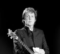 Paul McCartney © Door Oli Gill - originally posted to Flickr as Paul McCartney, CC BY-SA 2.0, https://commons.wikimedia.org/w/index.php?curid=11790856