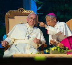 Paus Franciscus en Lazarus You Heung-sik tijdens het bezoek van de paus aan Zuid-Korea in augustus 2014 © VaticanMedia