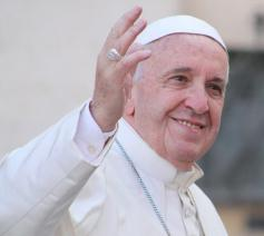 Paus Franciscus herstelt volgens plan van de dikkedarmoperatie die hij zondagavond onderging © VaticanMedia