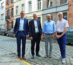 Philip Machiels en mgr. Van Looy met Bert Van den Broele en Alexis Versele. © © Bertrand Goethals