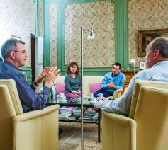Slachtoffers van seksueel misbruik in gesprek met mgr. Bonny © Frank Bahnmüller