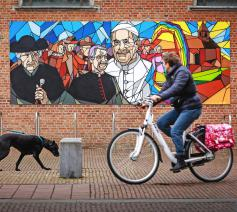 175 jaar parochie Onze-Lieve-Vrouw Geboorte in Lint gevierd met graffiti.  © Dirk Vertommen