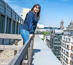Zoals veel jongeren kijkt Rania el Mard met open blik naar de wereld. © Luk Vanmaercke
