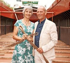 """Ria van Sommeren en Henk Beerens in het ruim van de Arcadia: """"Ons schip was een leven lang ons huis."""" © © Fotopunt"""