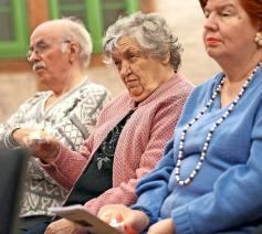 Naarmate dementie zich doorzet, worden woorden almaar minder en rituelen almaar meer belangrijk. © © KNA-Bild