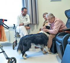 Palliatieve zorg beantwoordt ook psychische, existentiële en sociale zorgnoden. © © Belga Image