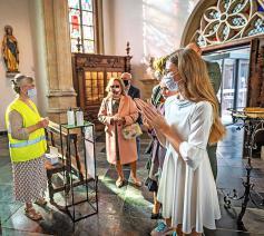 De Kerk steunt op vrijwilligers, zoals dit coronaproof onthaal in Sint-Truiden.  © Rudi Van Beek